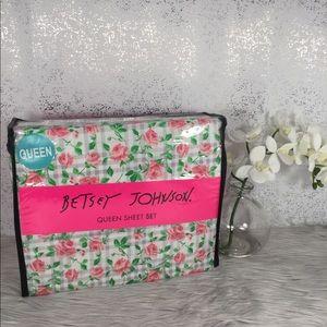 🆕 Betsey Johnson Checkered Flower Queen Sheet Set